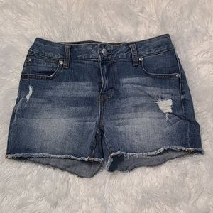 Maurices Short SEXY Jean shorts ripped sz 4 NEW